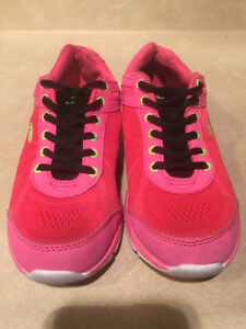 Women's Rawlings Running Shoes Size 8 London Ontario image 4