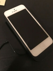 Mint Condition iPhone 5 64G with Wireless Charging Dock