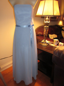 Soft lilac floor length Prom gown - Size 6-8   Gorgeous  NEW