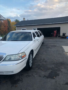 2003 Lincoln Town Car Sedan stretch limousine