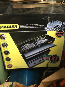 Stanley Rolling Cabinet & Chest With 85pc Socket Set