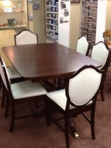 1940,s duncan phyfe dinning table and 6 chairs