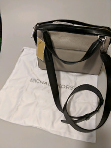 Brand new Pebble leather Michael Kors purse with tag still on
