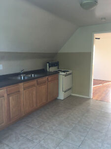 2 BEDROON UPPER DUPLEX WITH LAUNDRY