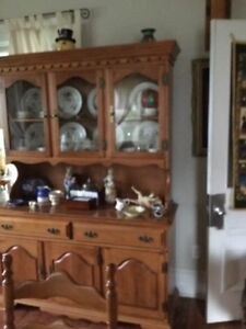 Roxton 6 Seat Dining Room Table And Hutch