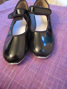 Girls black patent leather tap shoes - Danshuz Size 11.5 N