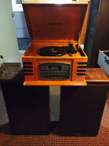 Cherrywood vinyl player with two tower speakers