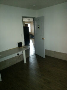Student Rooms Unit Large Rooms University 1 month free INCLUSIVE Kitchener / Waterloo Kitchener Area image 3