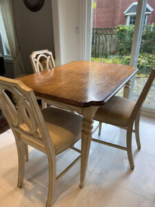 Amazing dining table and 6 chairs in Provance country home style
