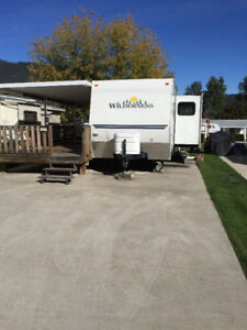 TRAVEL TRAILER ON LAKE VIEW LOT
