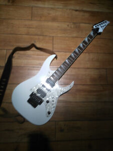 Electric Guitar - Ibanez RG - white