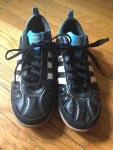 Men's Adidas Indoor Soccer Shoes - Size 6.5 (euro 39 1/3)