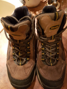 Men's size 7 hiking boot