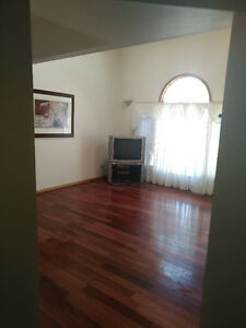 3 + 1 bedroom, 4 bathroom, 2000 square feet house for sale