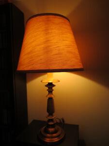 Grosse lampe de table.