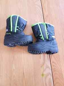 Boys size 3 Toddler Boots