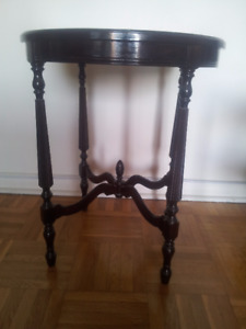 Old Style Side Hall Lamp Round Shaped Table $200
