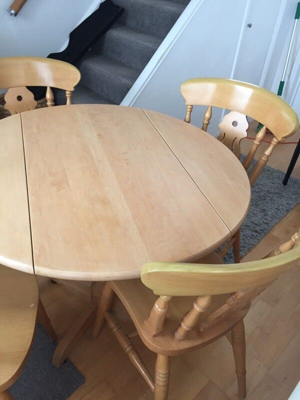 Lovely quality Maple round table with 4 solid fiddleback chairs. Ideal set for refurbishment