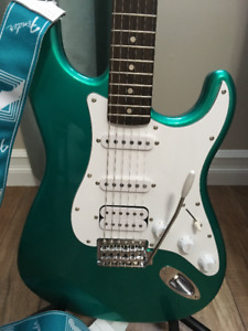 Fender Squire Affinity HSS Strat/Hardcase/Fender Amp/Access.