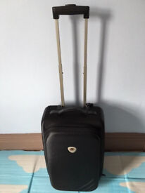 4 Cabin size quality light weight 2 expandable suitcases and 2 sports bags, take all 4 for only £45