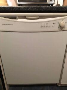 Lave vaisselle Frigidaire (usé mais fonctionne encore bien)