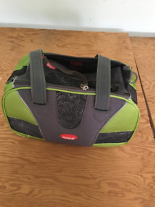 CARRY CASE FOR TAKING YOUR PET ON THE PLANE