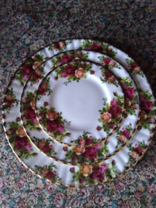 Old Country Roses 3 pc Place settings - (plates only)