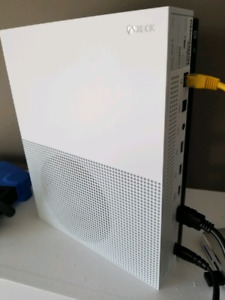XBOX ONE S with 2 controllers, 4 digital games and 12 games