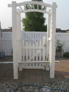 5 foot trellis with gate in Yorkton