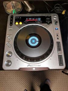 Pioneer CDJ-800MK2 + DJM-400 Mixer + Road Ready Cases