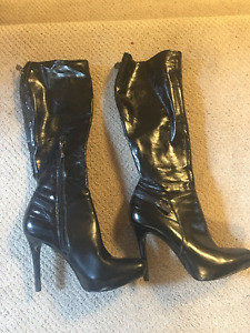 Black leather Guess boots