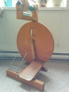 Portable spinning wheel with accessories