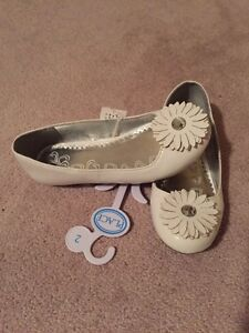 Girls Size 2 Brand New Children's Place Flats