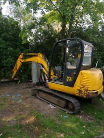 Mini digger *driver dumper hire London 07879477814