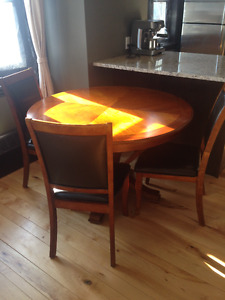 Round Dining Table & 3 Matching Chairs