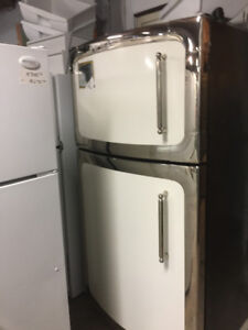 THE WISE STOP 1 OF A KIND ELMIRA FRIDGE/STOVE SET AS NEW !