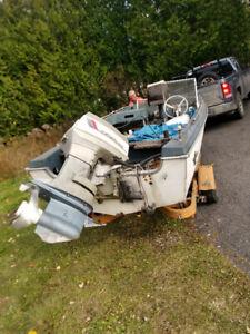 Boat motor eveinrude for sale 65 horse tripple