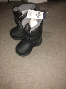 New winter boots for kid size 7