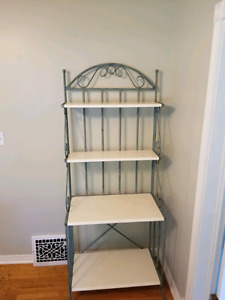 BAKERS RACK FOR SALE $25