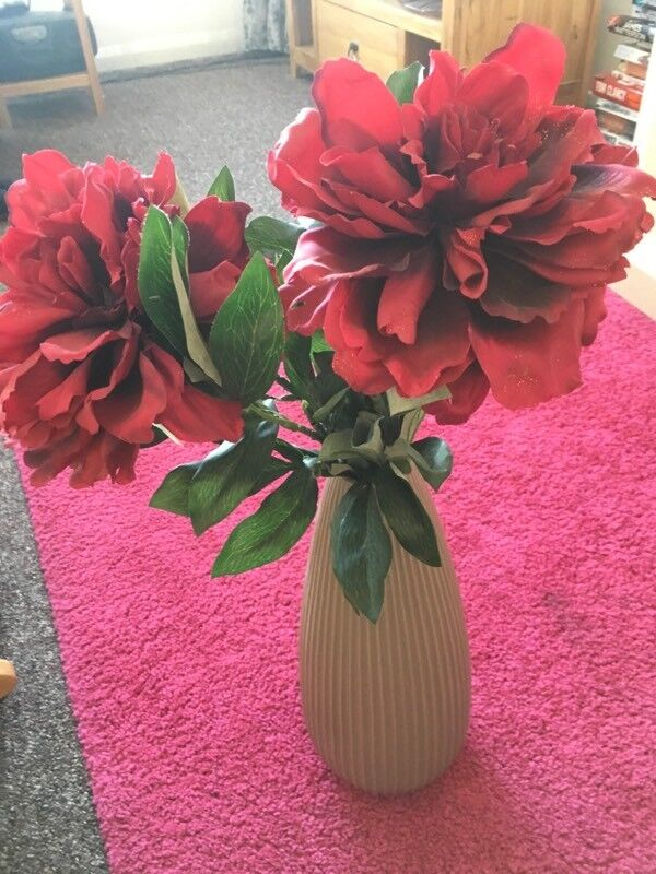 Vase asda and expensive flowers | in Enderby, Leicestershire | Gumtree