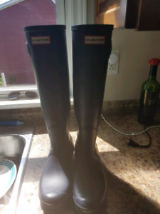 Womens authentic Hunter boots size 7.5