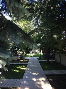 Great townhouse in Woodbine SW. Double attached garage!