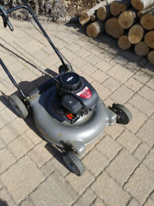 """Briggs and Stratton 20"""" Gas Lawn Mower 158cc used, works, tested"""