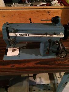 Machine à coudre industrielle Singer avec meuble