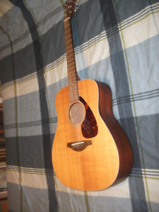 YAMAHA GUITAR-FG 700 MS FLATTOP (excellent Condition)