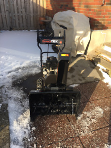 "Ariens Snowblower // 24"" 2-stage"