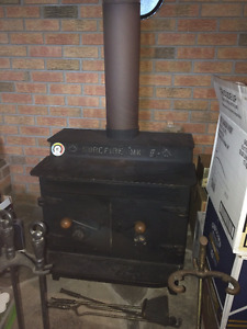 WOOD/COAL BURNING STOVE