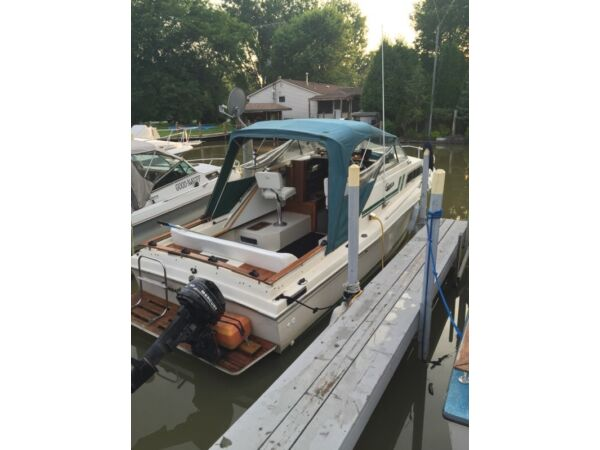 Used 1979 Carver Yachts 23 foot cabin cruiser fishing boat