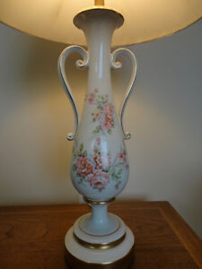 Vintage Victorian Trophy Style Table Lamp w/Pink Roses Kitchener / Waterloo Kitchener Area image 2