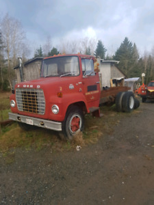 Straight truck Ford 700 fire truck **SOLD**